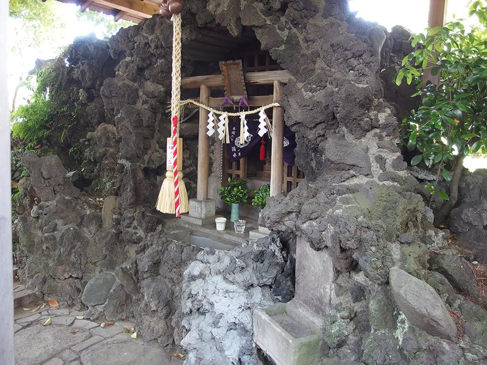 九頭龍権現水神社