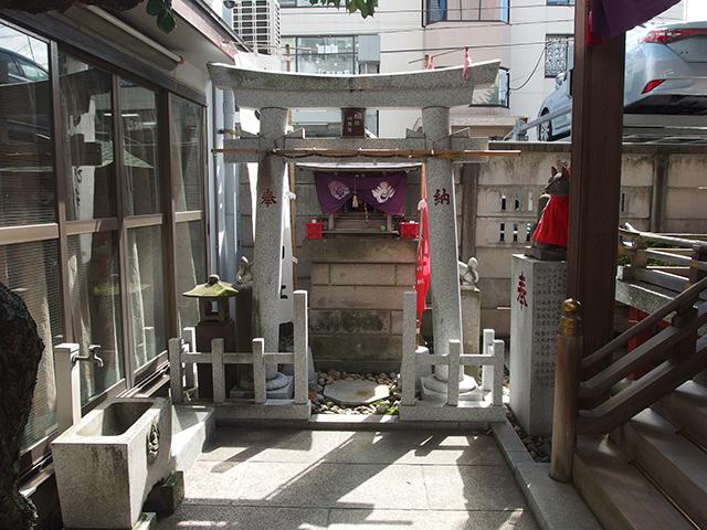 三河稲荷神社(港区南青山)写真